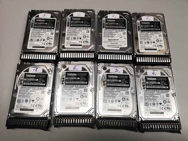 Bitte alle Festplatten markieren um deren Position im RAID-System festzuhalten.